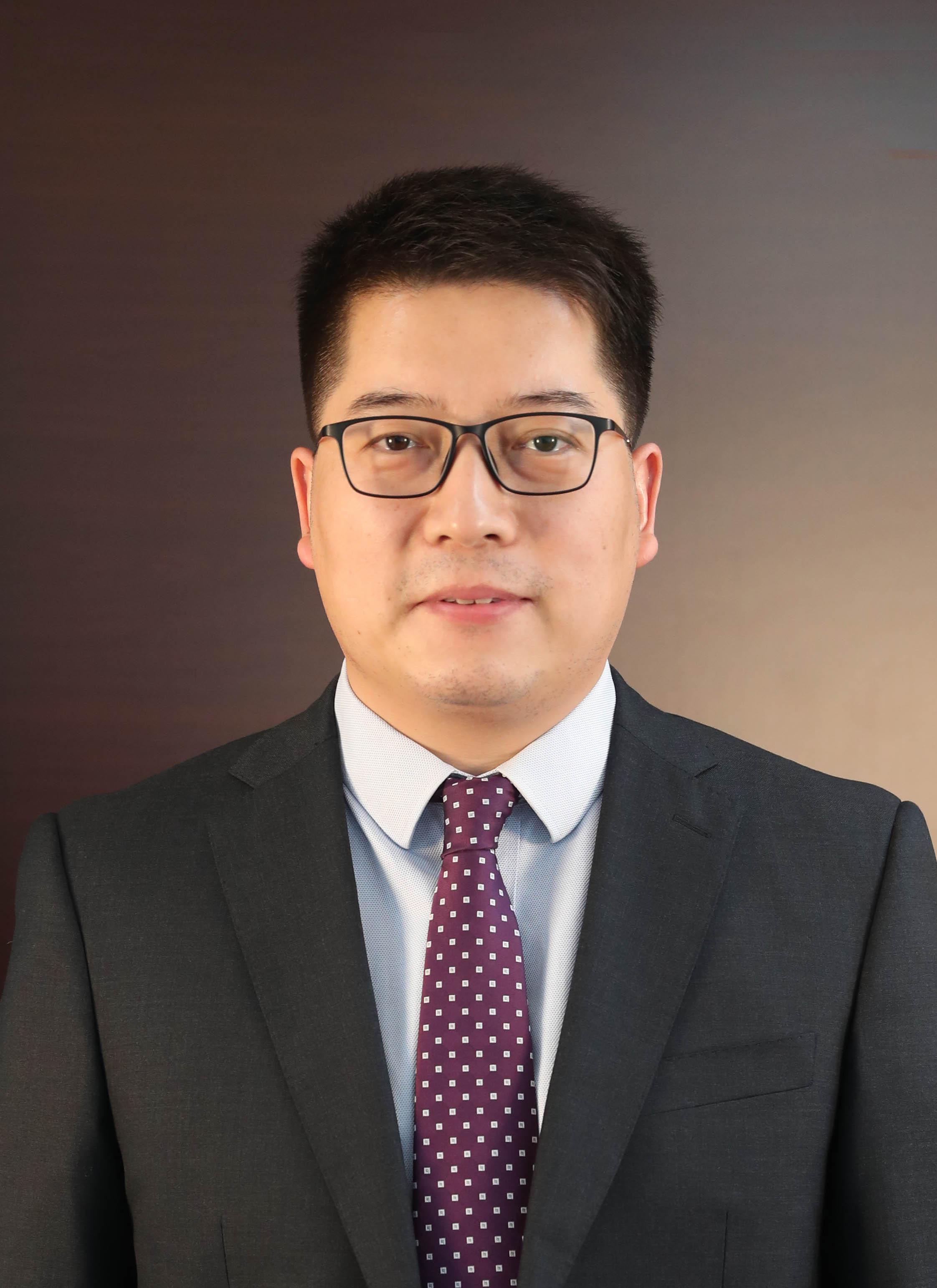 副会长李震